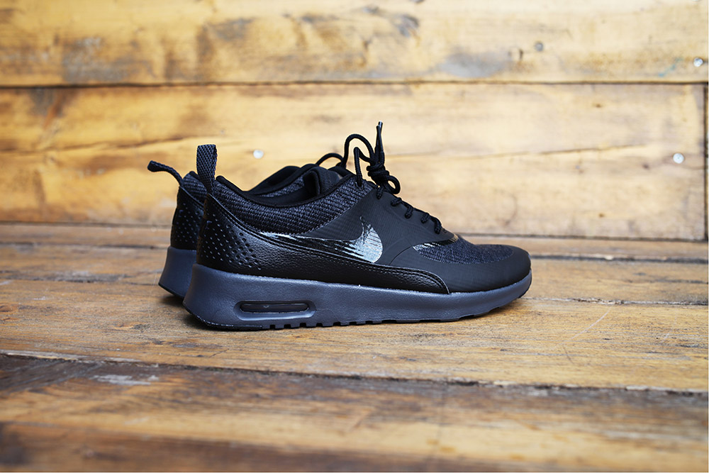 d212ff2586 ... titre-3 footlocker-triple-black-challenge-uglymely ...