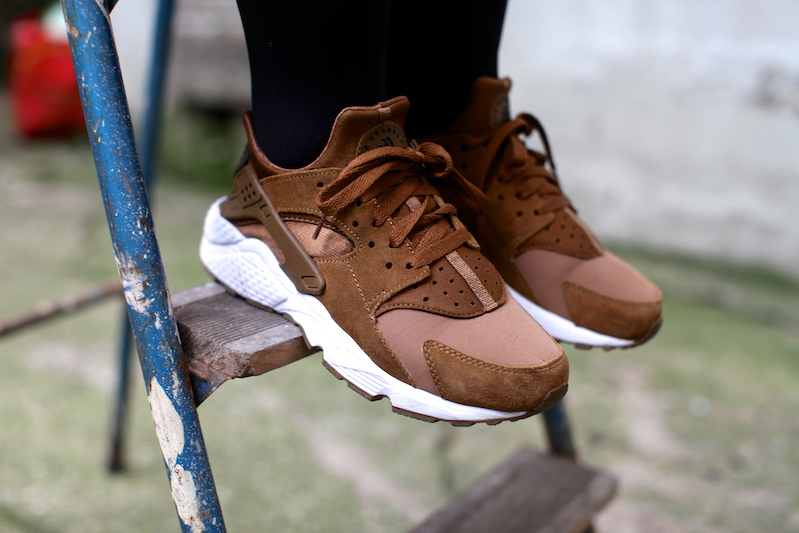 separation shoes 34ad9 612a3 NIKE AIR HUARACHE  UMBER BROWN